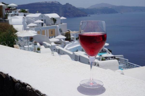 wine-in-santorini_t20_pYEdzN